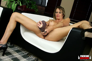 Rebecca Time gets on her knees while pum - XXX Dessert - Picture 6