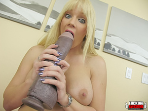 Heidi Mayne gets wet from fucking huge d - XXX Dessert - Picture 7