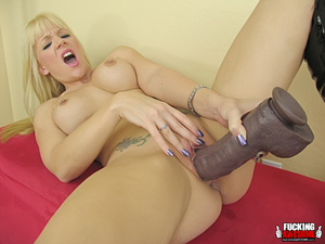 Heidi Mayne gets wet from fucking huge d - XXX Dessert - Picture 14