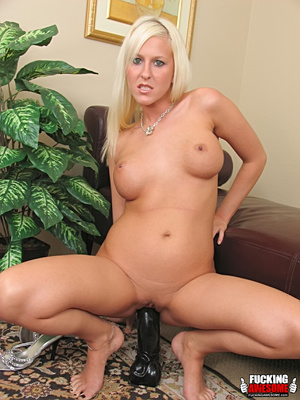 Felicia Fallon gets kinky with her giant - XXX Dessert - Picture 11