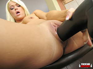 Naughty slut Crista Moore craving for gi - XXX Dessert - Picture 9