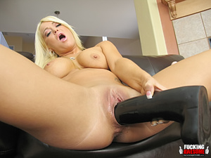 Naughty slut Crista Moore craving for gi - XXX Dessert - Picture 10
