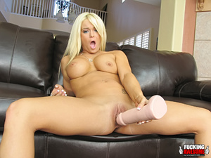 Naughty slut Crista Moore craving for gi - XXX Dessert - Picture 13