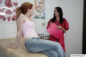 Sex nurse examines a naked brunette girl - XXX Dessert - Picture 2