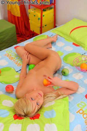 Beautifull young blonde with tram stamp  - XXX Dessert - Picture 4