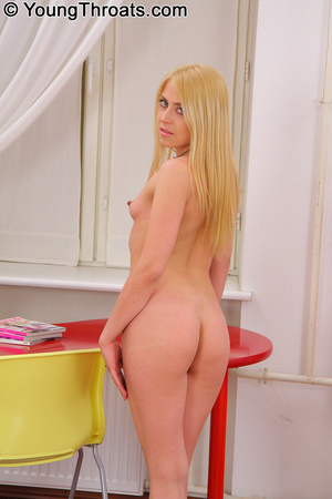 Hot teen with superb ass knows how to en - XXX Dessert - Picture 3