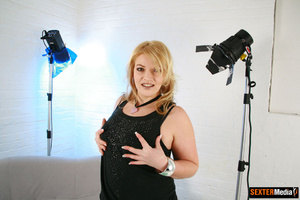 Plump blonde girl gets tied up and sucki - Picture 15