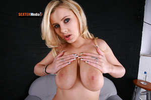 Busty blonde bimbo gets her sweet pink p - Picture 19