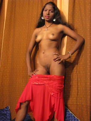 Young Indian Babe Posing Nude And Showin - XXX Dessert - Picture 9