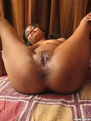 She rubs her clit and her tits - XXX Dessert - Picture 5