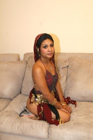 Horny Indian pornstar Carde dishes out h - XXX Dessert - Picture 3