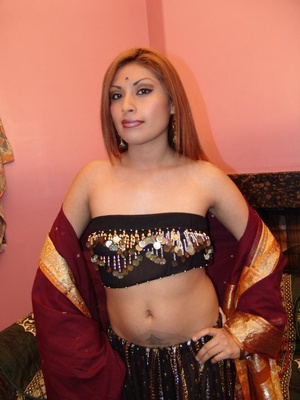 Exotic Indian model Roopa taking a big c - XXX Dessert - Picture 14