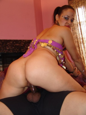 Naughty Indian Lasmi flaunts her ample s - XXX Dessert - Picture 10