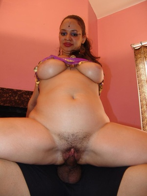Naughty Indian Lasmi flaunts her ample s - XXX Dessert - Picture 13