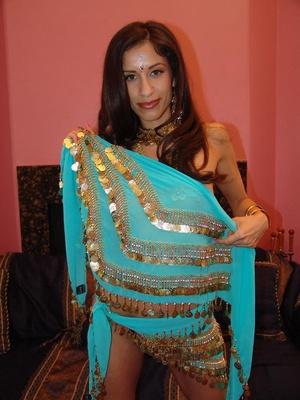 Gorgeous Indian model Aruna promotes goo - XXX Dessert - Picture 4