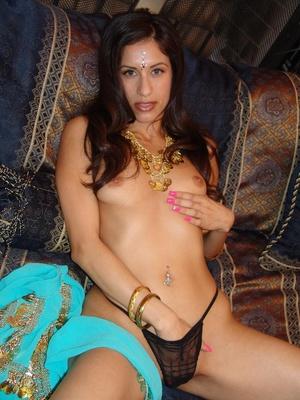 Gorgeous Indian model Aruna promotes goo - XXX Dessert - Picture 8