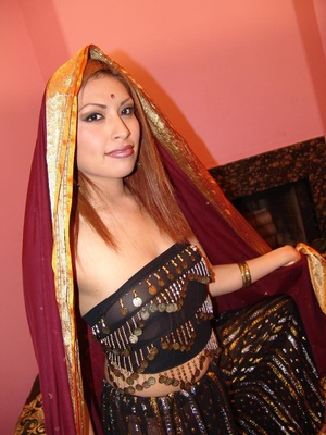 Gorgeous Indian model Ranie does a strip - XXX Dessert - Picture 1