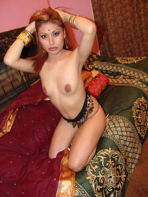 Gorgeous Indian model Ranie does a strip - XXX Dessert - Picture 4
