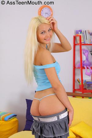 Deep throat porno. Blonde teen takes an  - XXX Dessert - Picture 3