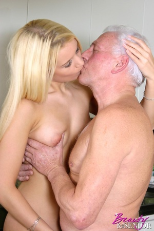 Old men young ladies. Blonde beauty ador - Picture 9