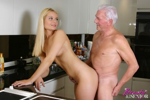 Old men young ladies. Blonde beauty ador - Picture 11