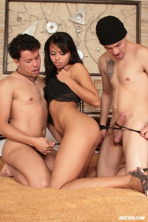 Guy in the centre of this bisexual sandw - XXX Dessert - Picture 4