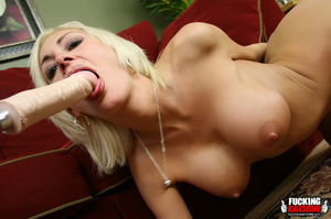 Big tits naked blonde babe wilingly spre - Picture 6