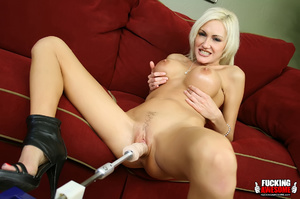 Big tits naked blonde babe wilingly spre - Picture 8