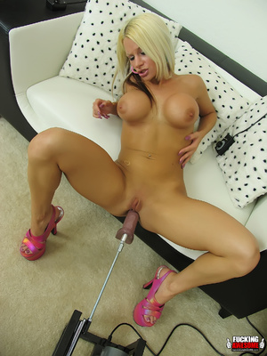 Huge boobs blonde girl gets her mouth an - XXX Dessert - Picture 2