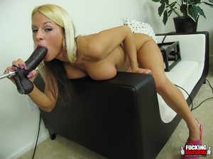Huge boobs blonde girl gets her mouth an - XXX Dessert - Picture 9