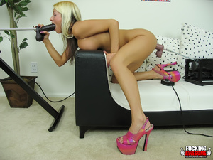 Huge boobs blonde girl gets her mouth an - XXX Dessert - Picture 10