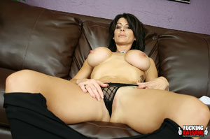 Busty dark haired bimbo undressing and e - XXX Dessert - Picture 5