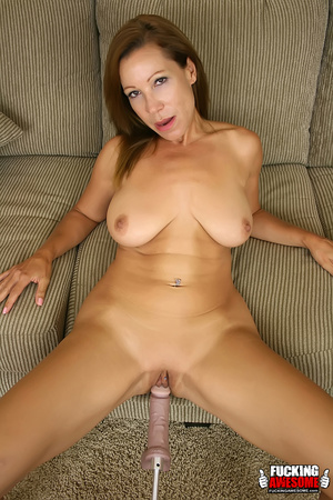 Brunette mature milf spreading wide on t - Picture 1