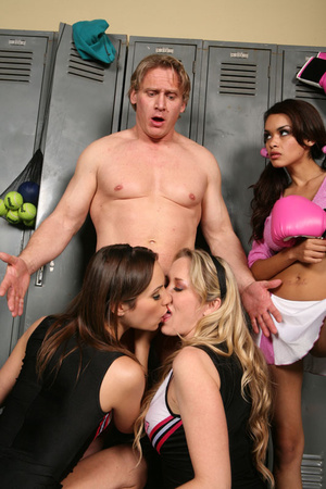 Muscular coach received best tugjob of h - XXX Dessert - Picture 8