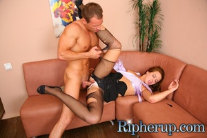 Deliveryman gets horny when hot secretar - Picture 10