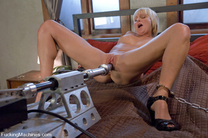 Women fucking machines. Hot blonde bound - XXX Dessert - Picture 3