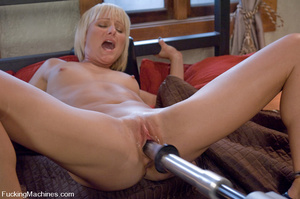 Women fucking machines. Hot blonde bound - XXX Dessert - Picture 4