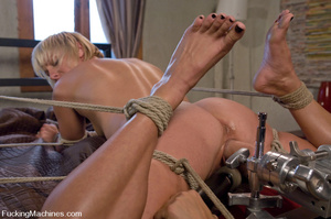 Women fucking machines. Hot blonde bound - XXX Dessert - Picture 7