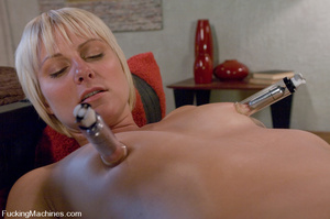 Women fucking machines. Hot blonde bound - XXX Dessert - Picture 8