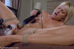 Women fucking machines. Hot blonde bound - XXX Dessert - Picture 12