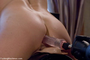 Women fucking machines. Hot blonde bound - XXX Dessert - Picture 15