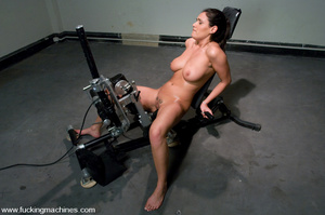 Sex machine. Charley is back for,exercis - XXX Dessert - Picture 4