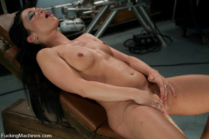 Mechanical sex machine. First time babe  - XXX Dessert - Picture 3