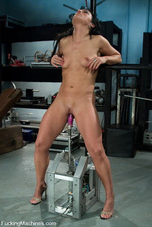 Mechanical sex machine. First time babe  - XXX Dessert - Picture 7