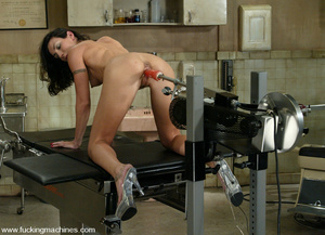 Machine sex. This flexible model enjoys  - XXX Dessert - Picture 2