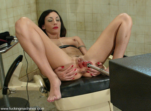 Machine sex. This flexible model enjoys  - XXX Dessert - Picture 7