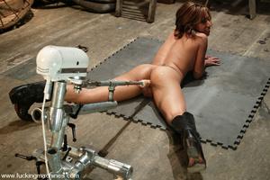 Fuck machine. Jasmine Byrne gets an ass  - XXX Dessert - Picture 8