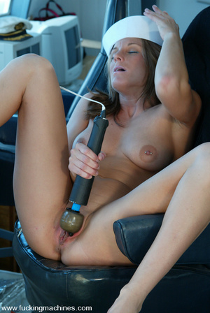 Machines sex. Natural blonde enjoys puss - XXX Dessert - Picture 4
