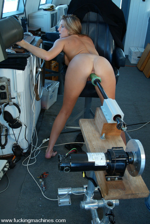 Machines sex. Natural blonde enjoys puss - XXX Dessert - Picture 6