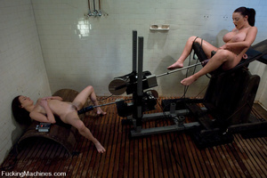 Girls on sex machines. Sindee Jennings,  - XXX Dessert - Picture 6